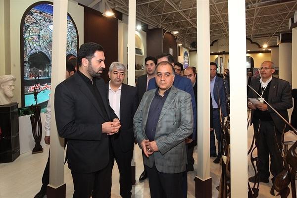 بازدید معاون توسعه مدیریت سازمان میراث فرهنگی از غرفه های استانها در نمایشگاه گردشگری