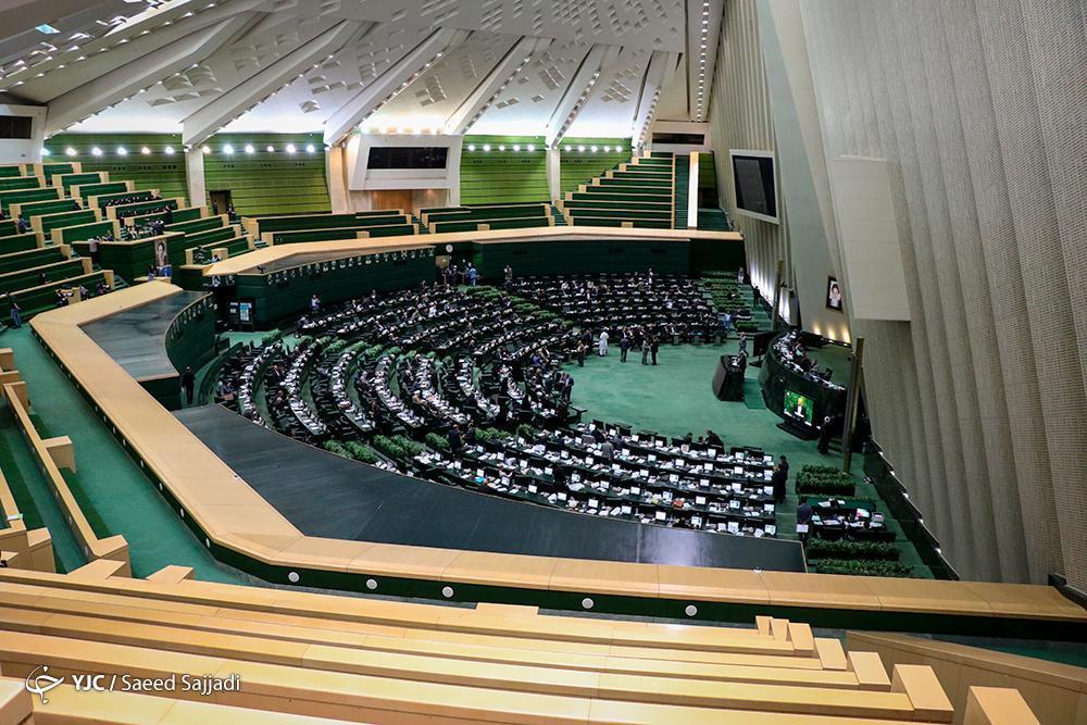 به ریاست؛ صحن علنی مجلس شروع شد، آنالیز گزارش نقض قانون در واگذاری شرکت آلومینیوم المهدی و مجتمع هرمزال