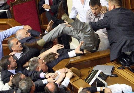 وقتی مجلس، رینگ بوکس می گردد!