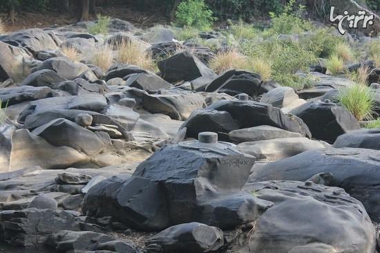هزاران زیارتگاه خدای هندو در بستر رودخانه