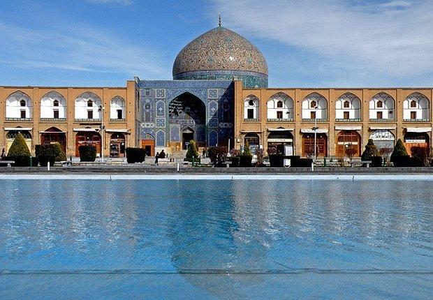 دلیل دو رنگ شدن گنبد مسجد شیخ لطف الله چیست؟