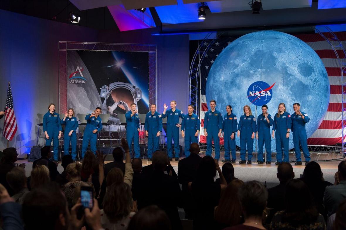 خبرنگاران ناسا فضانورد استخدام می نماید