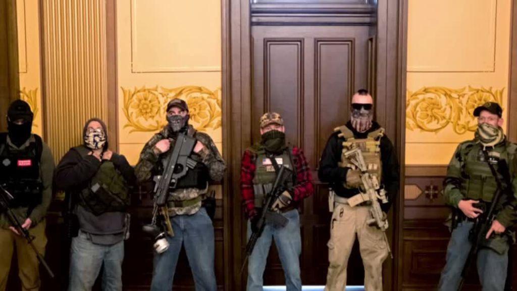 ورود معترضان مسلح وارد به ساختمان کنگره ایالتی میشیگان اعتراضات ضد قرنطینه در آمریکا