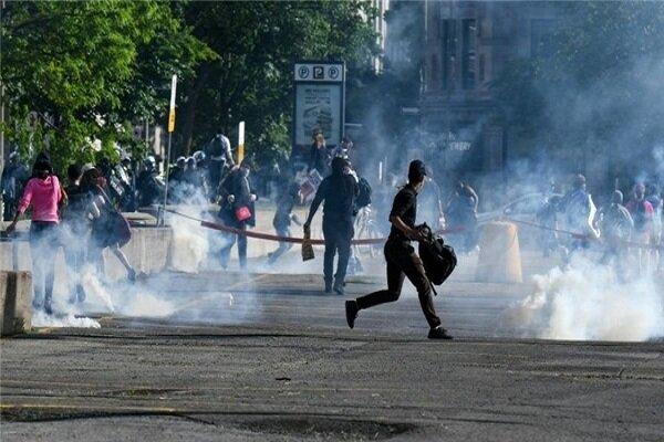 پذیرایی پلیس کانادا از معترضان به تبعیض نژادی با گاز فلفل