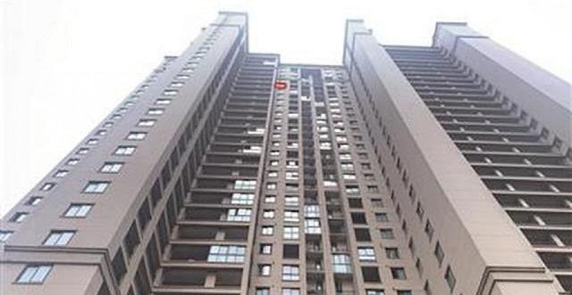 زنده ماندن کودک چینی پس از سقوط از طبقه 29 برج