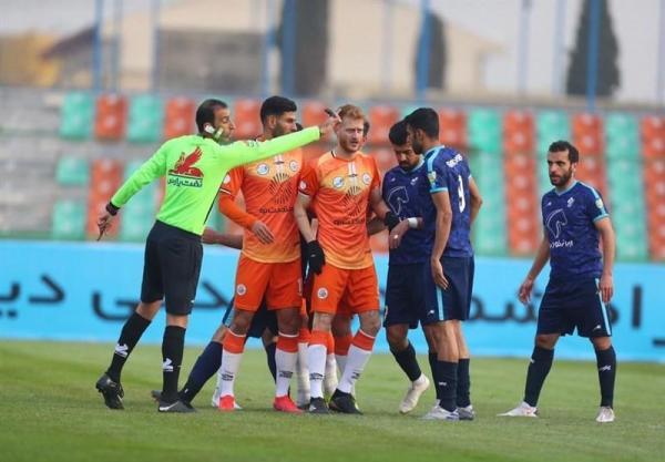 لیگ برتر فوتبال، فزونی یک نیمه ای پیکان مقابل سایپا