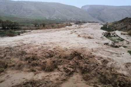 انسداد 20 کیلومتر از راه های فیروزکوه ، سیلاب به باغ ها خسارت زد