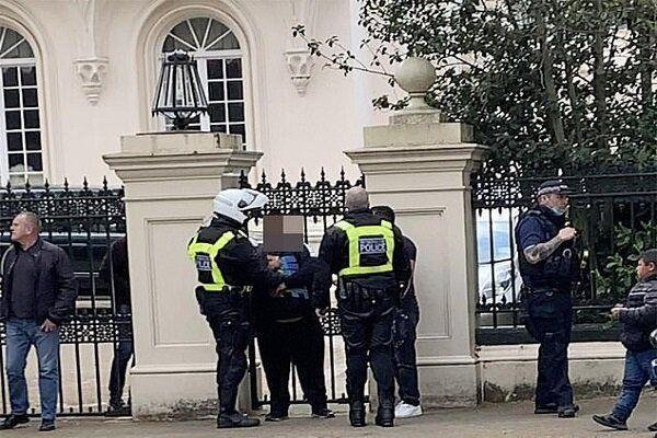 حمله به محل اقامت سفیر عربستان در لندن